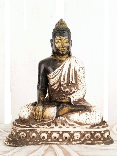 Buddha BG Pose Earth