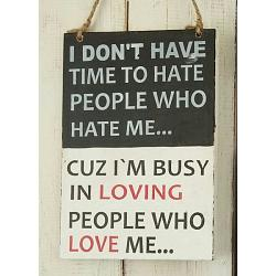 Text: I DON´T HAVE TIME TO HATE PEOPLE WHO..